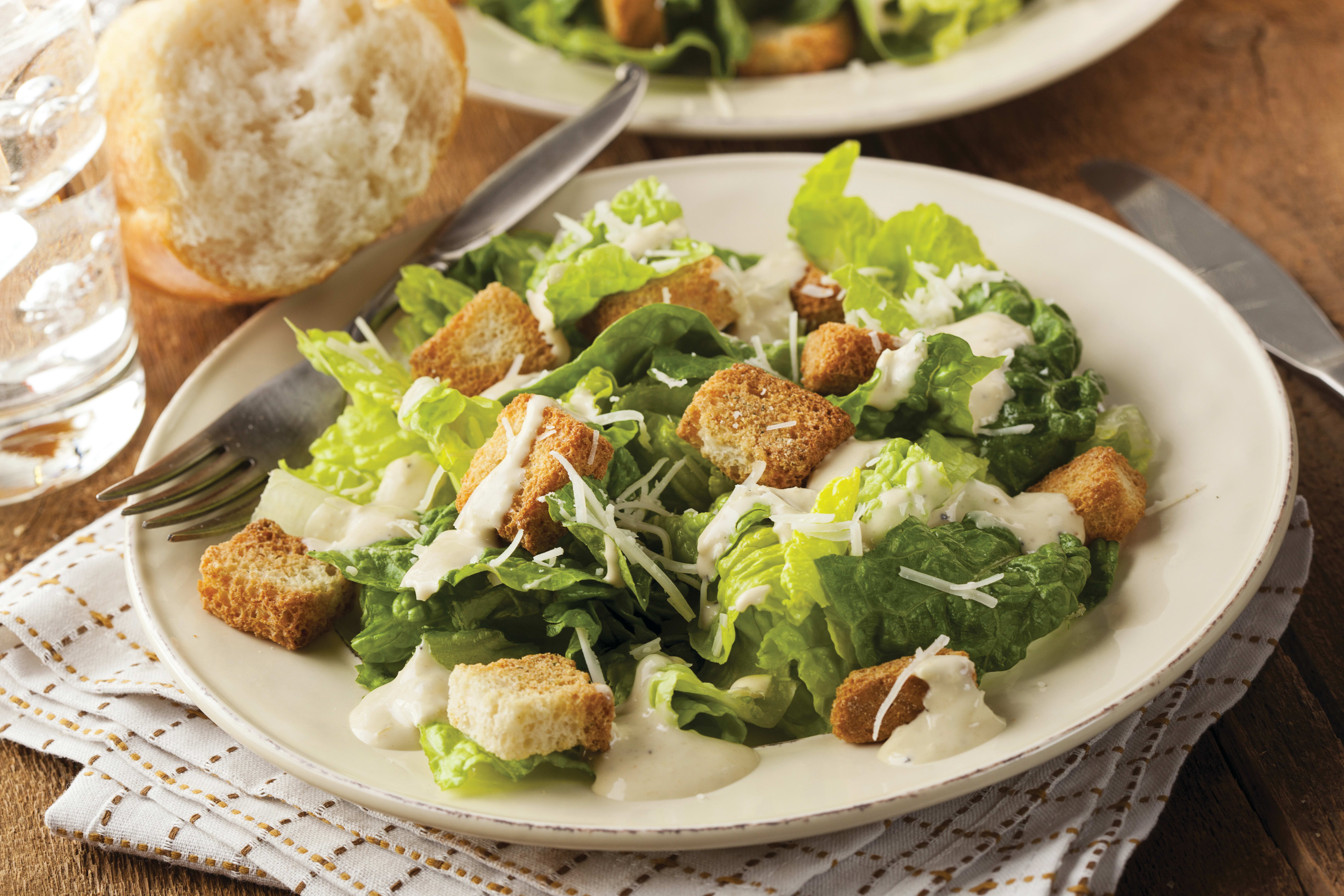 Foto de Salada Caesar Clássica por WW