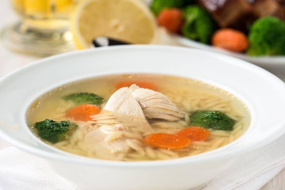 Foto de Sopa de risoni com frango e legumes por WW