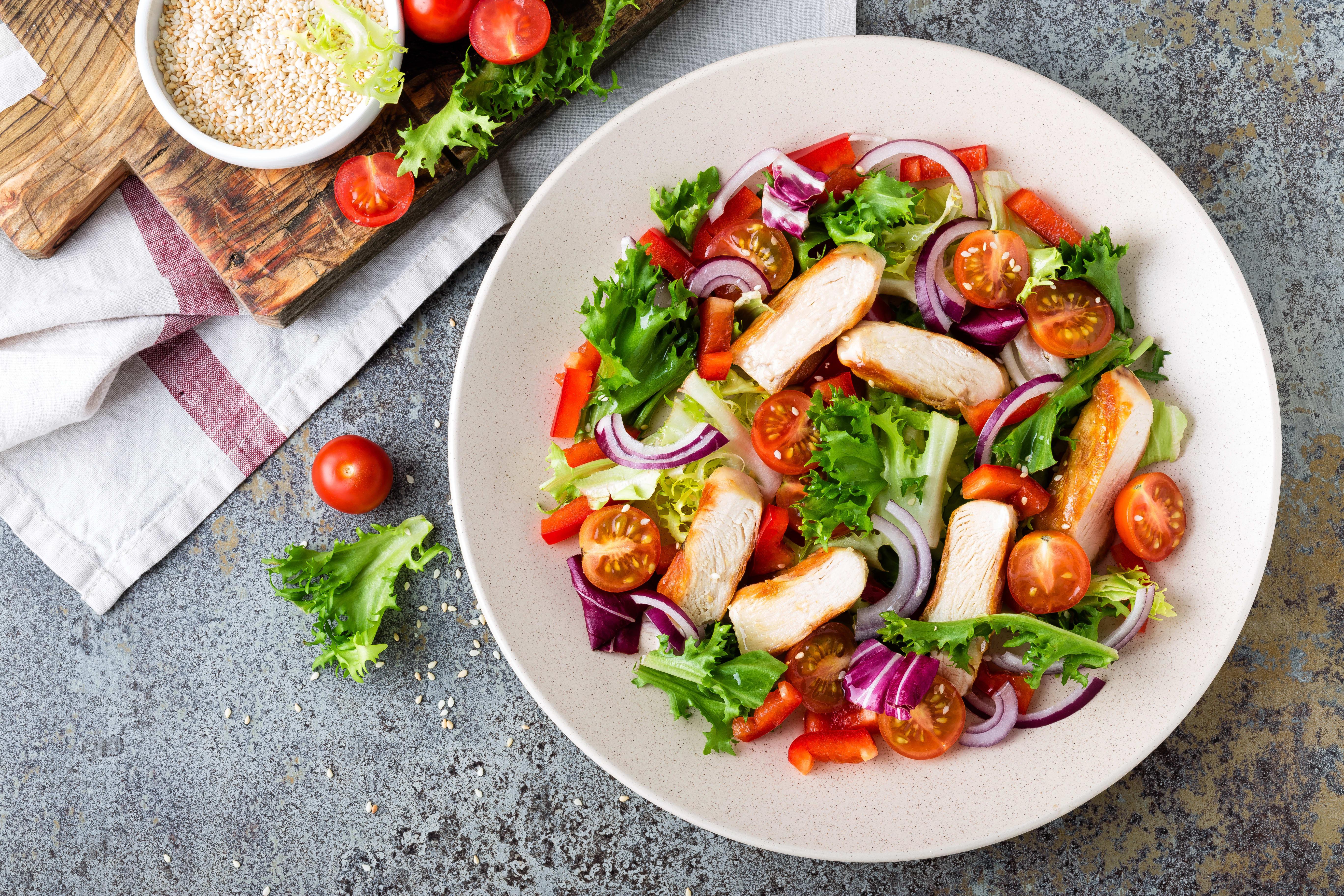Foto de Salada com filé de frango grelhado por WW