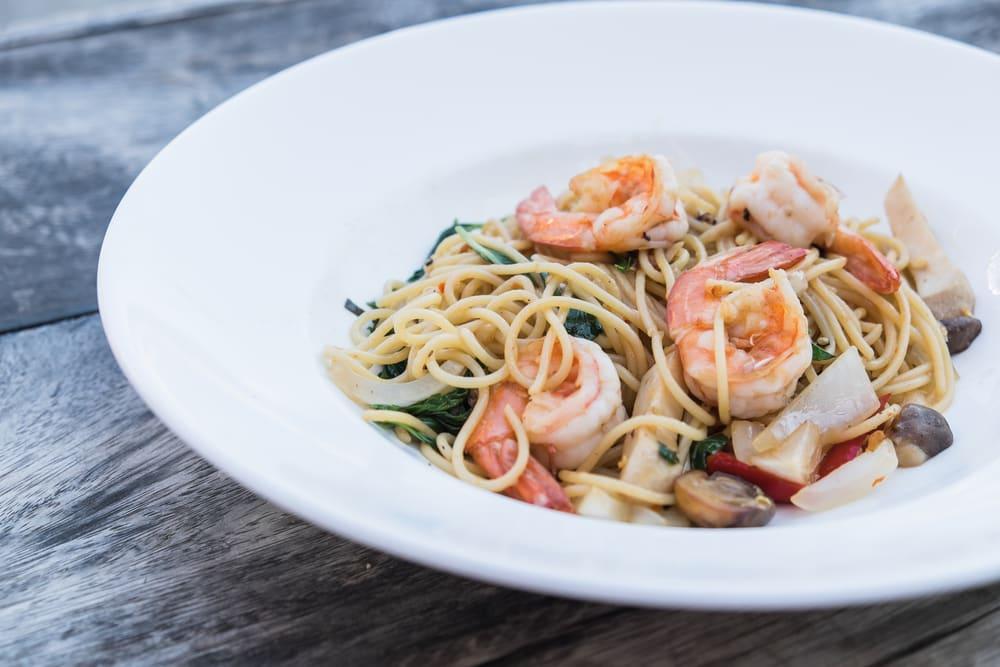 Foto de Espaguete com espinafre, cogumelos e camarões por WW