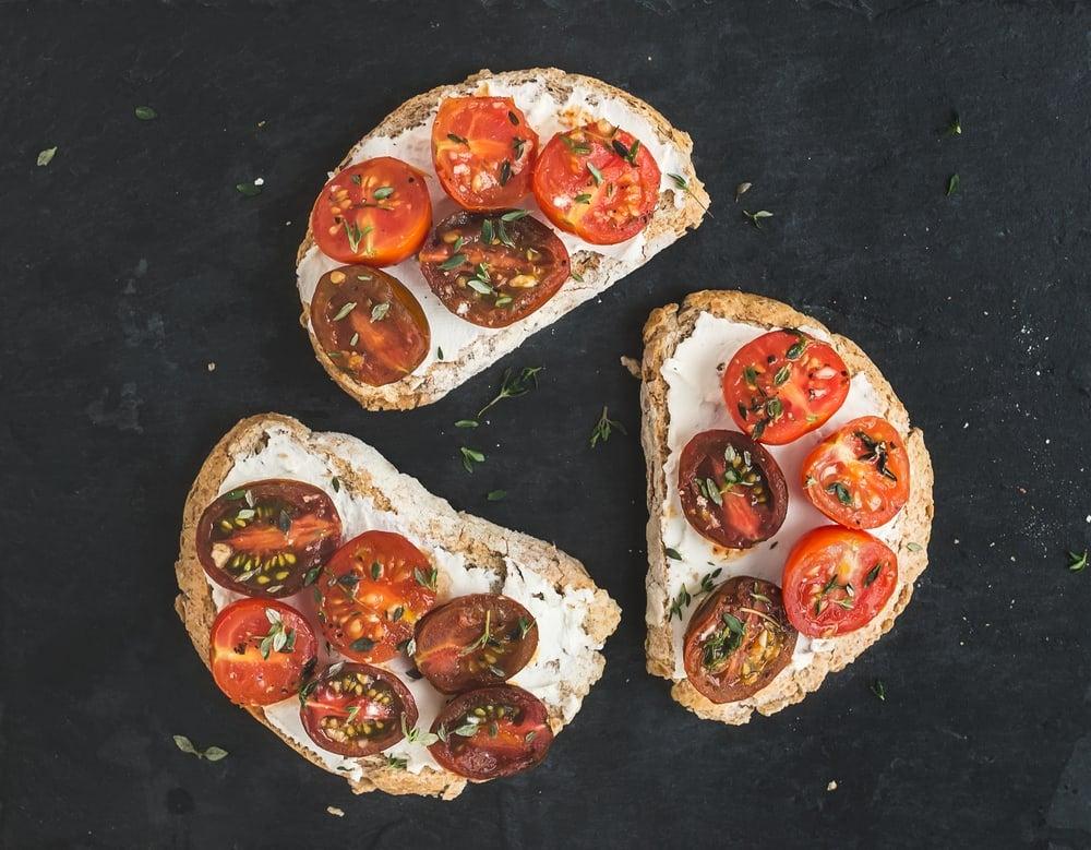 Foto de Bruschettas com tomates assados e cream cheese por WW