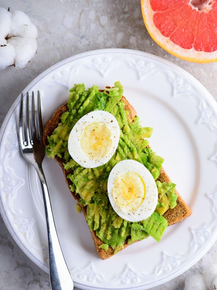 Foto de Torrada com abacate e ovo cozido por WW