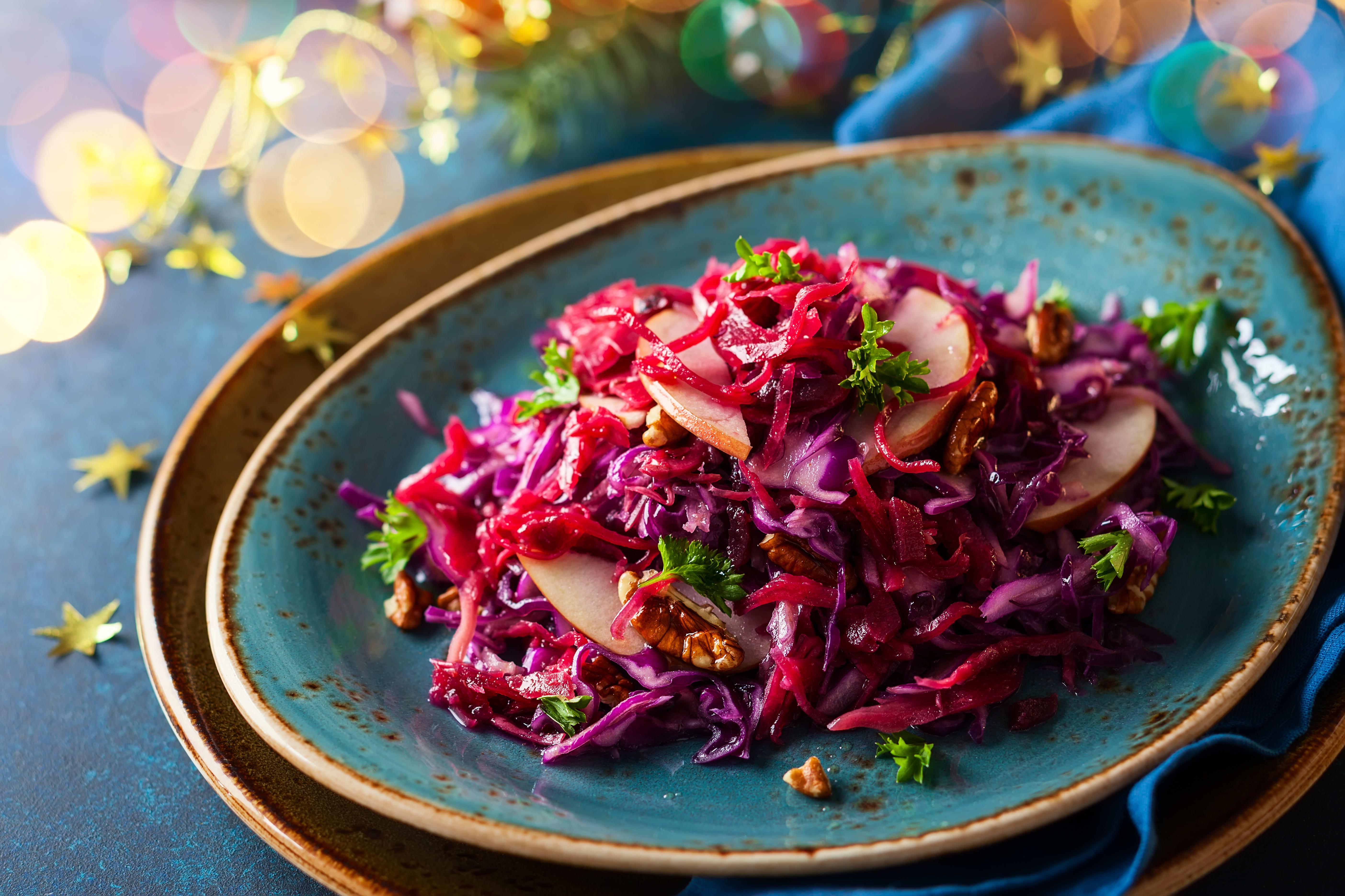 Foto de Salada de Repolho Roxo com Maçã e Nozes por WW