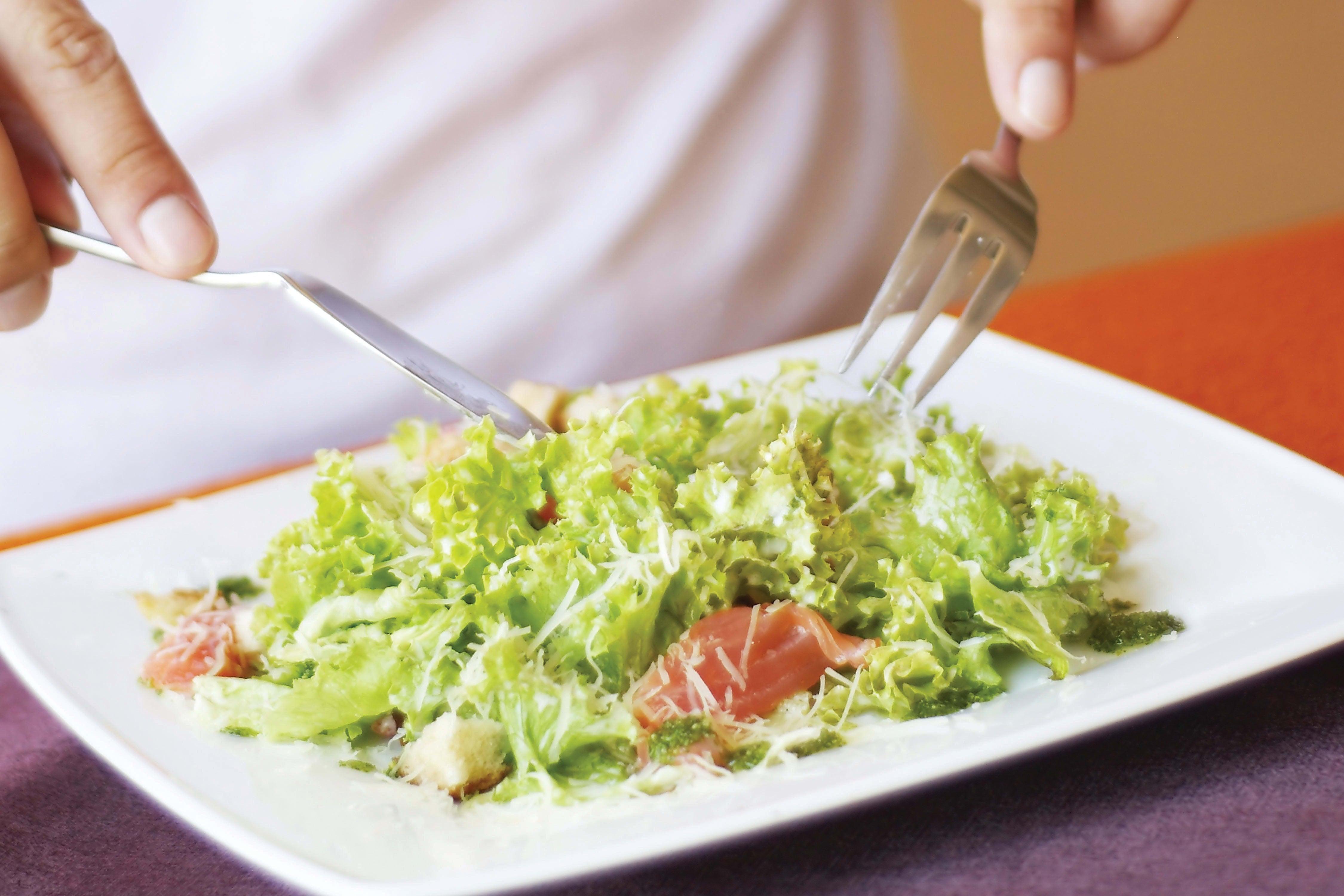 Foto de Salada Caesar com tiras de filé-mignon por WW
