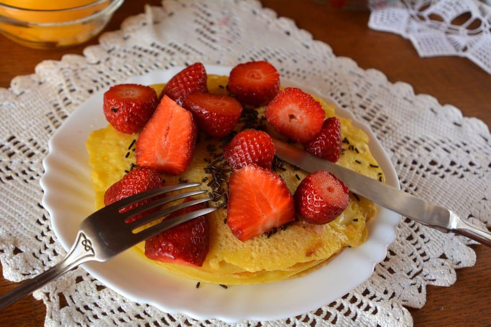 Foto de Panquecas Integrais de Canela com Frutas Frescas por WW
