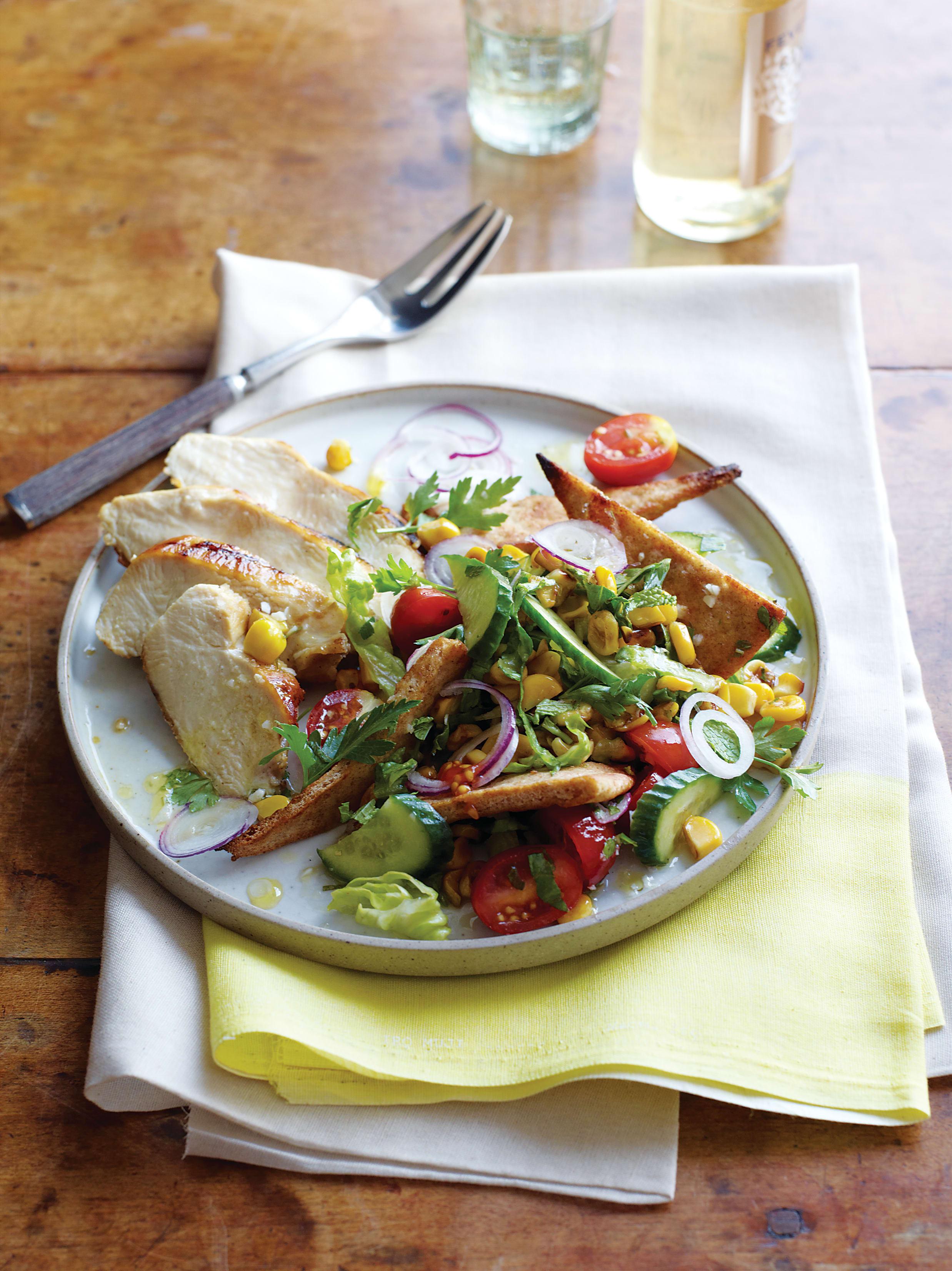 Foto de Salada Mista com Crouton de Pão Sírio por WW