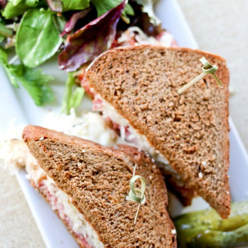 Foto de Sanduíche de Rosbife e Salada de Repolho por WW
