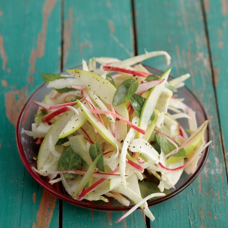 Foto de Salada de Maçã e Rabanete ao Molho de Laranja e Hortelã por WW