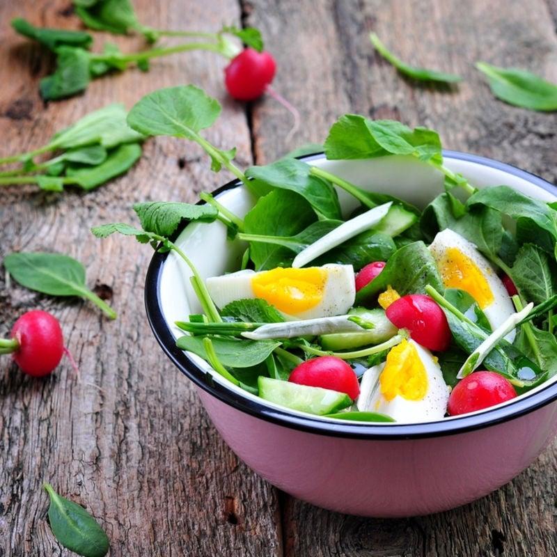 Foto de Salada de Espinafre, Ovos e Rabanete por WW