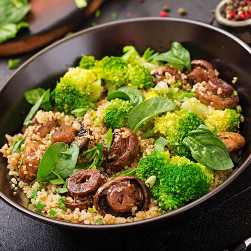 Foto de Quinoa com brócolis e cogumelos por WW