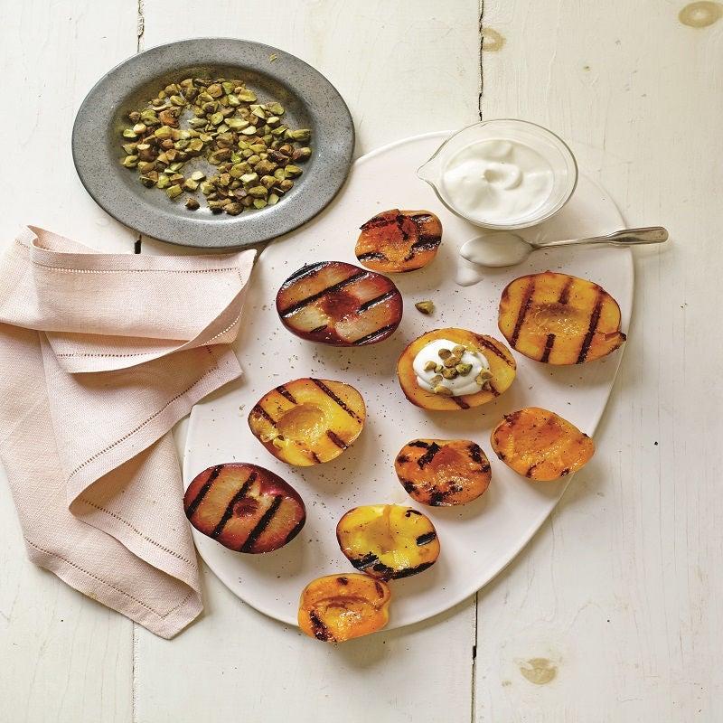 Foto de Frutas grelhadas com mel, iogurte e pistache por WW
