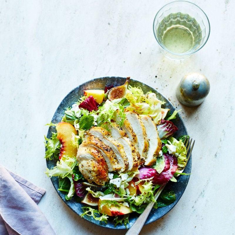 Foto de Salada de frango com pêssego e figo por WW