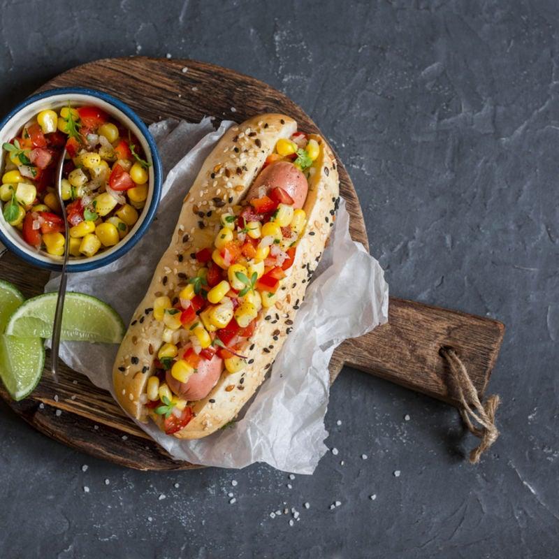 Foto de Cachorro-Quente com Salsa de Tomate & Milho por WW